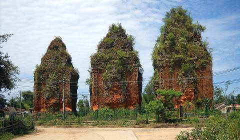 Khuong My towers