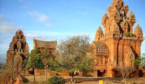 Temple Poklong - Moh Nai